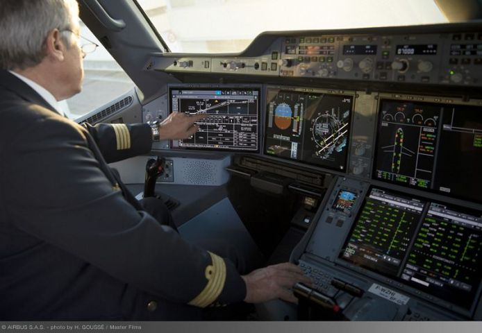 A350 cockpit touchscreens 026
