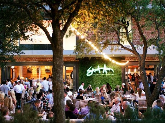 patio-at-saint-ann-restaurant-bar-in-dallas_142739