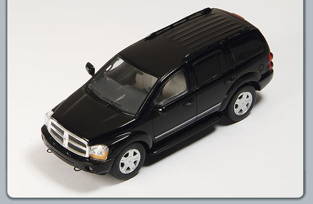 Spark 2005 Dodge Durango Black S0854 In 143 Scale MDiecast