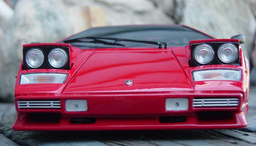 Kyosho Lamborghini Countach LP500 Red 08322R In 118 Scale MDiecast