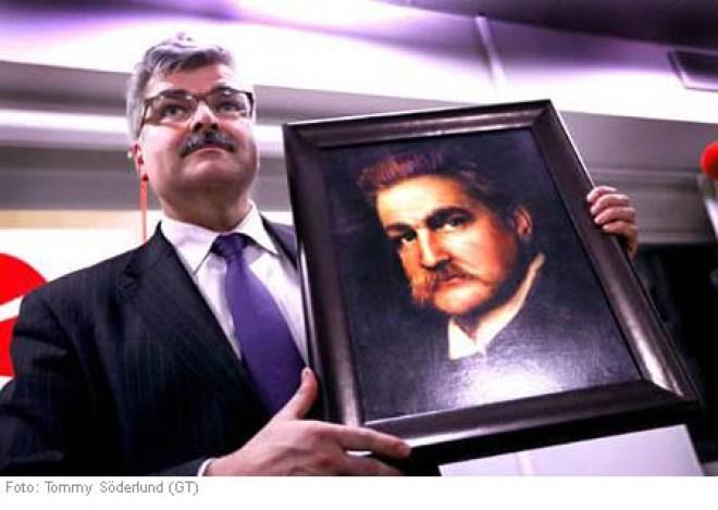 Håkan Juholt med sitt porträtt
