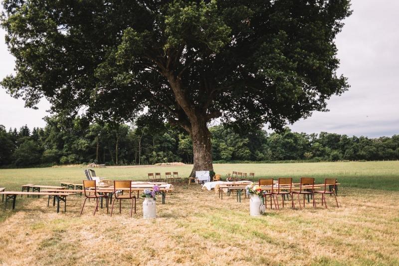 Cérémonie Laïque mariage sous un chêne décoration fannions