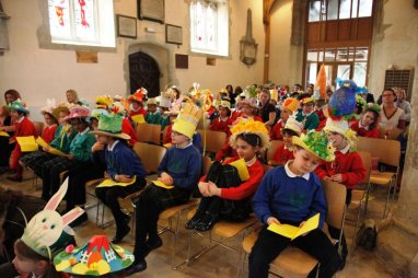 meadowbrook-montessori-primary-school-berskhire_events_warfield-church-easter-parade-monica-41