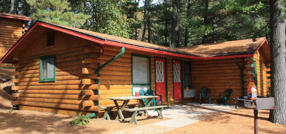 The Chestnut & Poplar Cabins at Meadowbrook Resort & DellsPackages.com in Wisconsin Dells