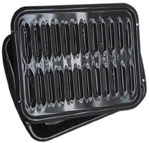 This broiler pan from Range Kleen is our recommended broiler pan.