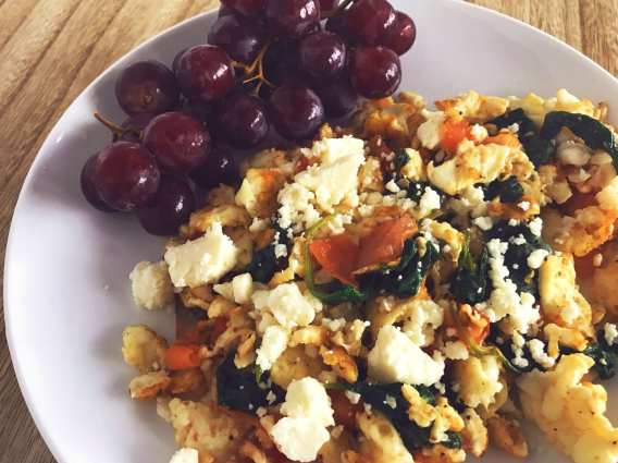 Meal Planning Mommies Spinach Feta Egg White Scramble. Just 3 Weight Watcher smart points.