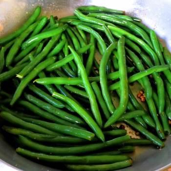 Saute Garlic Green Beans