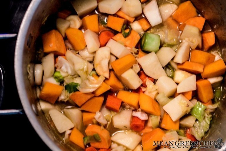 Dutch Stamppot Recipe | Mean Green Chef | Dutch Stammpot is a traditional winter dish made with seasonal mashed vegetables and smoked sausage. You can easily turn this into a vegetarian dish by omitting the sausage and using veg stock, it's a satisfying meal either way. #dutchovenrecipes #dutchfood #recipes #dutchoven #dutch #dinner #dinnerrecipes #dinnertime #foodphotography #foodstyling #meangreenchef #MGCkitchens