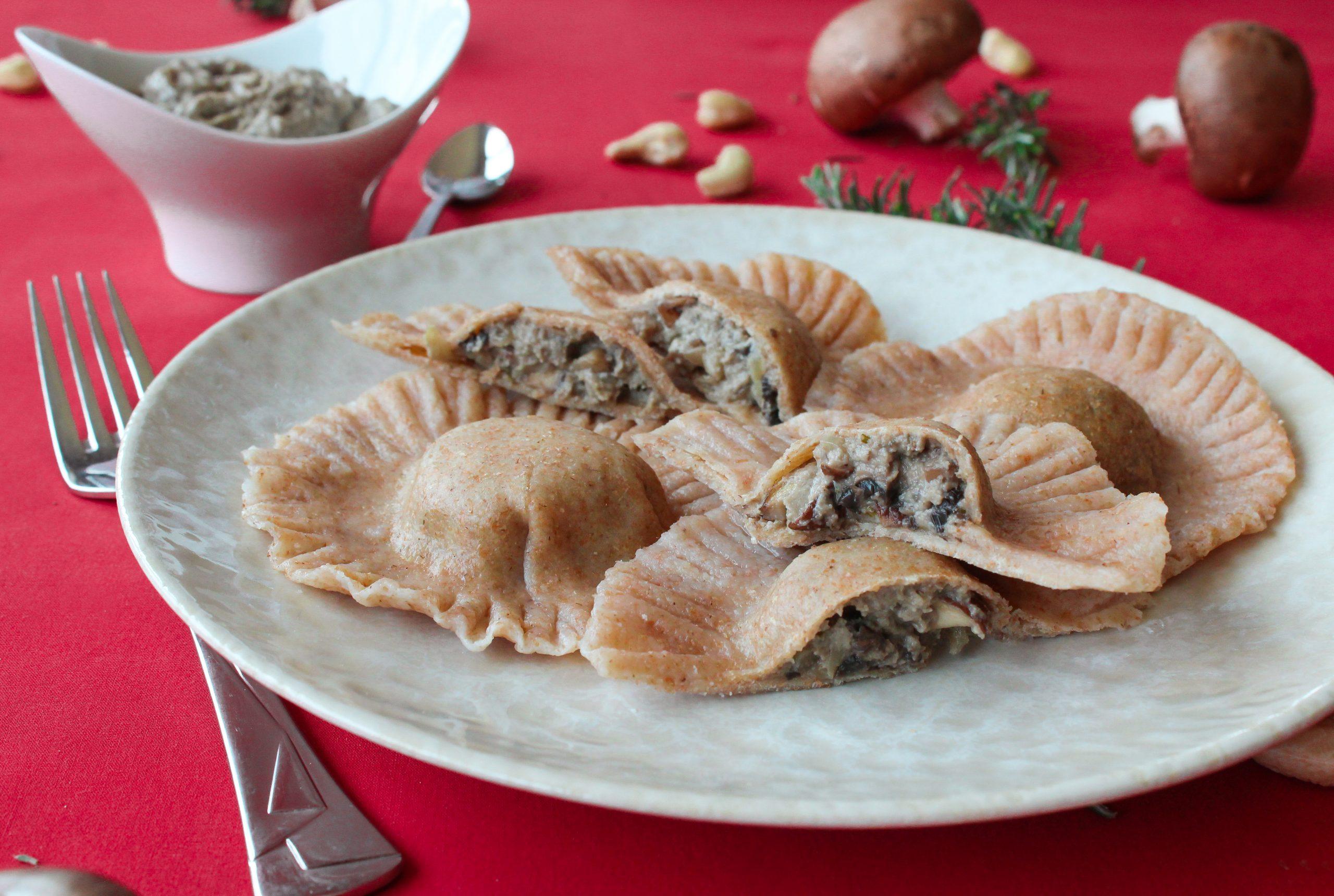 Raviolis desajeitados de cogumelos, caju e alecrim