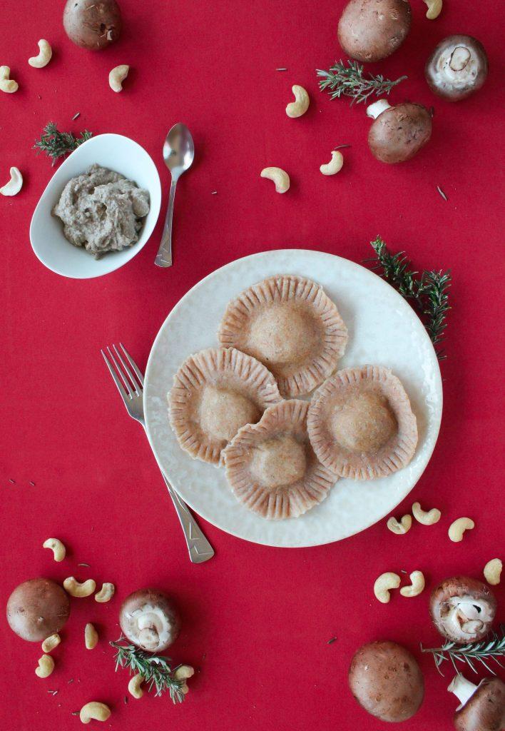 Raviolis desajeitados de cogumelos caju e alecrim