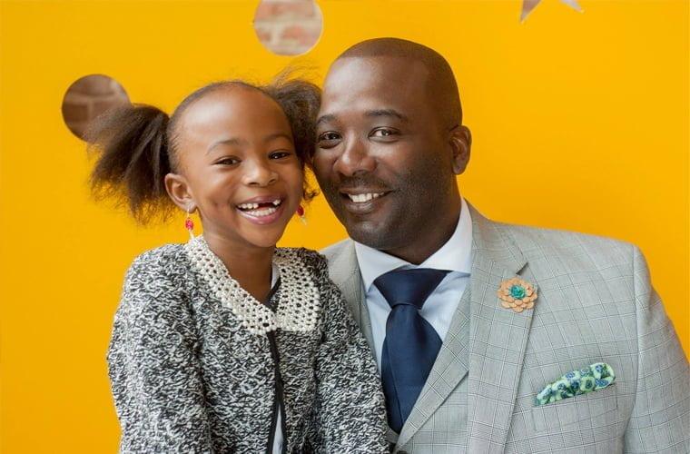 menina-de-7-anos-nao-se-enxerga-em-contos-de-fadas-e-cria-princesa-negra-com-o-pai