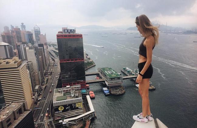as-selfies-que-esta-garota-faz-sao-de-tirar-o-folego6