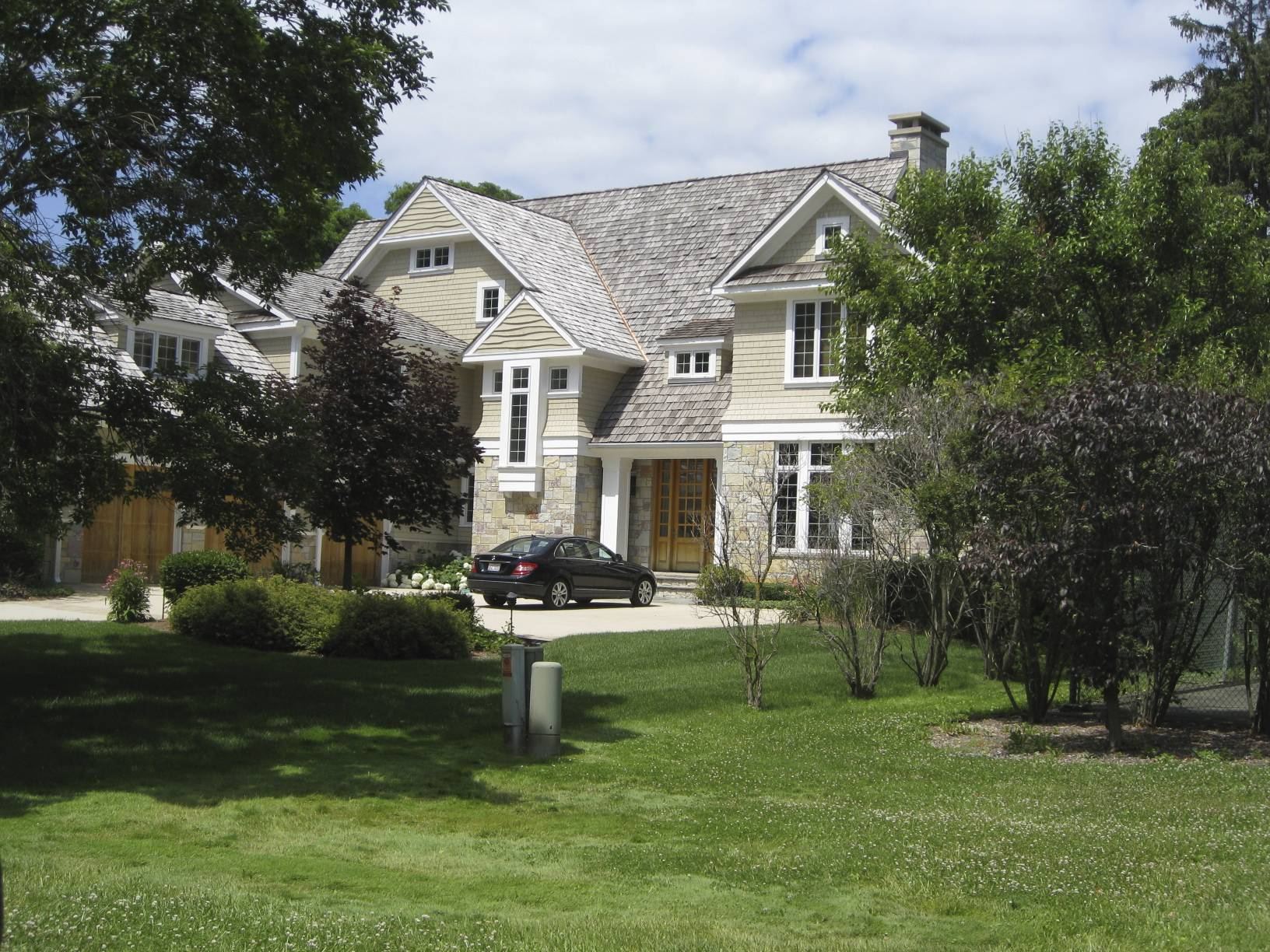 twin lakes house front view