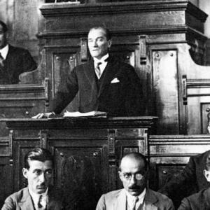 Atatürk Döneminde Demokratikleşme