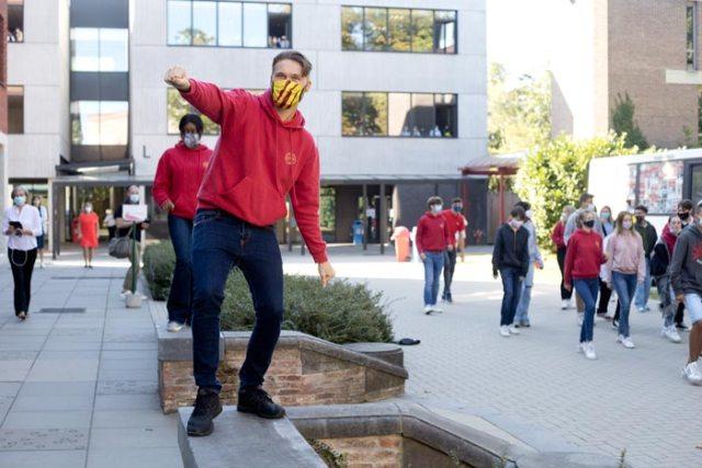 Huis van Communicatie en Recreatie van COLOMAplus Mechelen danst de Jerusalema Challenge