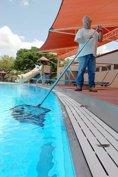 Swimming Pool Care : Inground vs above ground pools advantages and disadvantages