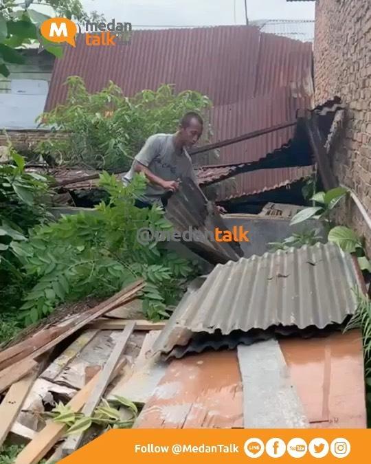 Pencurian seng   Lokasi: Jl. Sei Mencirim Dusun 1 Paya Geli, GG Buah   Kronologi: Seorang pemuda setempat masuk ke dalam gang, dan langsung mengambil seng bekas yg ada di lokasi kejadian. Pemilik seng sempat mengatakan untuk tidak diambil tapi pelaku tetap mengambil seng tersebut  Waktu kejadian:  Sabtu, 24 Desember 2021  Laporan video dikirim oleh kawanmedantalk