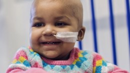 Baby Layla is seen at Great Ormond Street Hospital (GOSH) in London in this October 28, 2015 handout photo by the hospital released on November 5, 2015. (Sharon Lees/Great Ormond Street Hospital/Reuters)