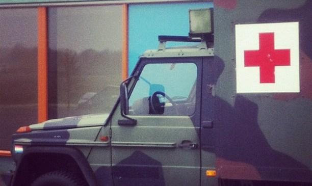 Een bijzondere Ambulance achter het Deventer Ziekenhuis.