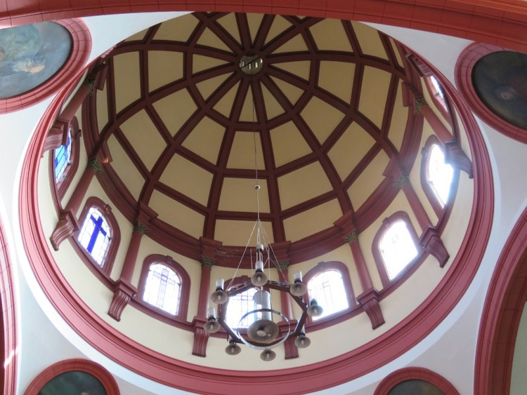 The large dome inside Iglesia San Antonio