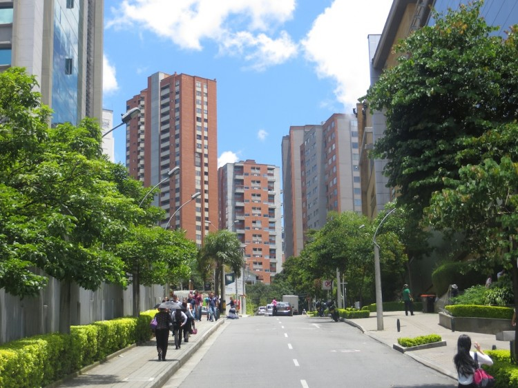 Apartment building near Santefé mall in El Poblado