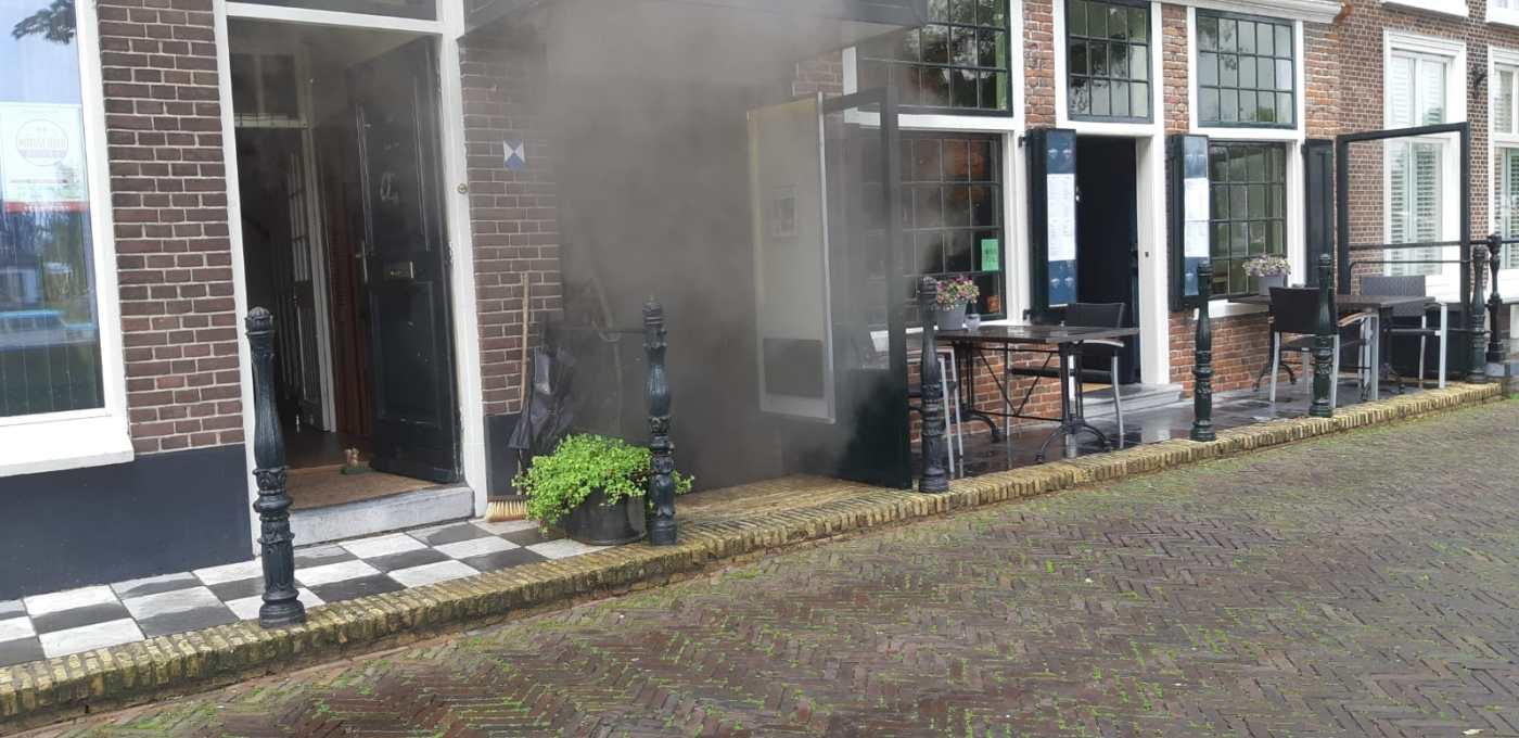 Aam de voorkant bij restaurant Misfits is de rook ook duidelijk zichtbaar (Foto: Pretletter Media)