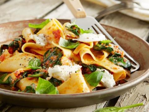 lasagnette met tomatensaus en mozzarella (Foto: DEEN Supermarkten)