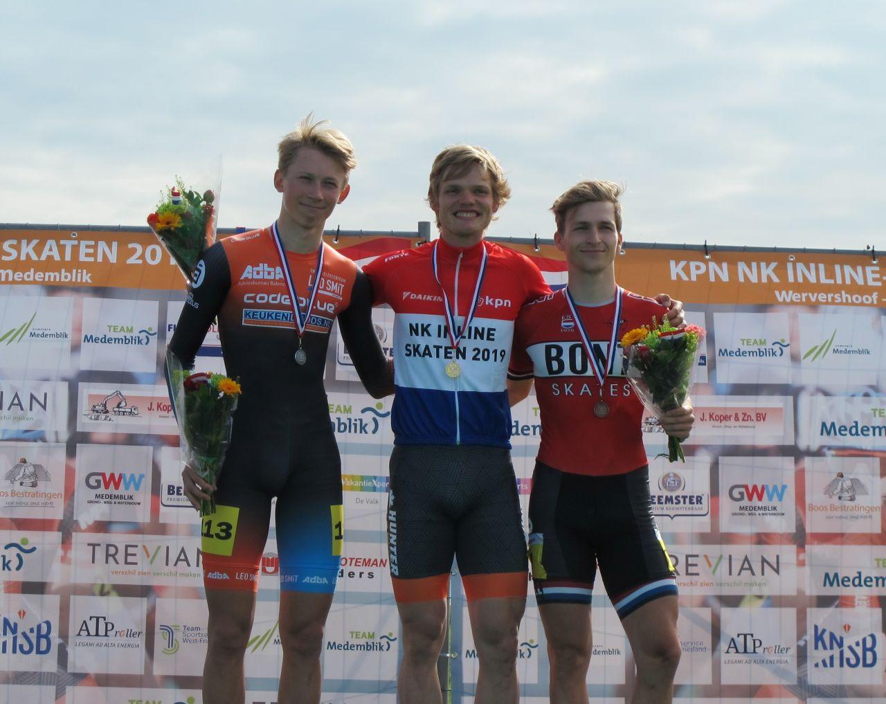Nederlands kampioen Rick Schipper geflankeerd door de nummer 2 Merijn Scheperkamp en Luc ter Haar (Foto: Skeelernieuws.nl)