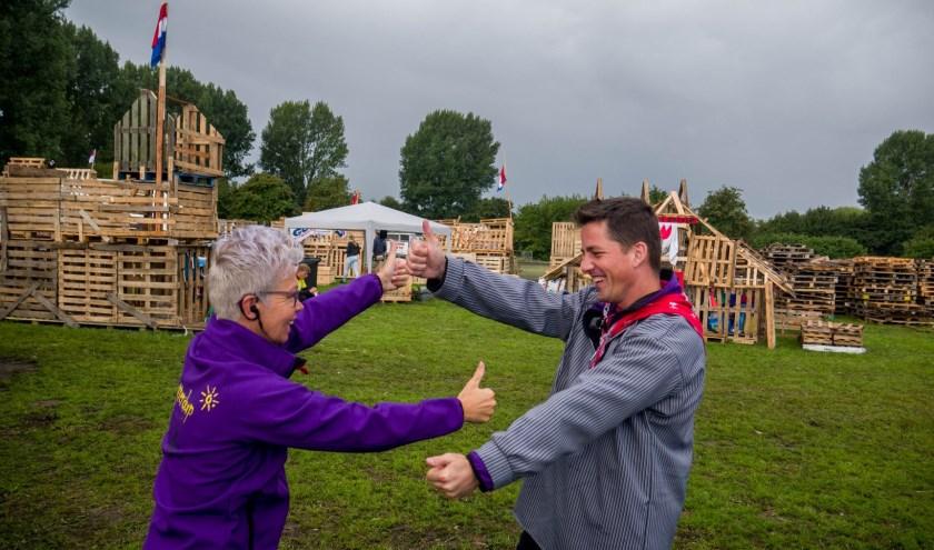 Niet alleen de kinderen vinden huttendorp leuk. De vrijwilligers willen dit evenement ook niet missen. ((Foto: aangeleverd))