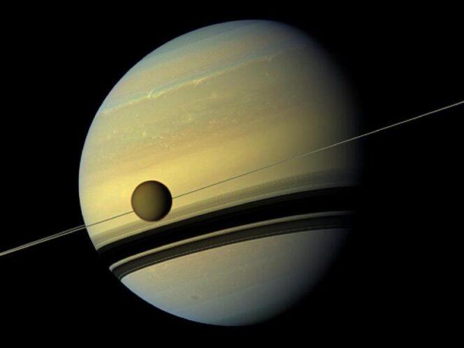 I colori naturali di Titano e Saturno nel passaggio da una stagione ad un latra.