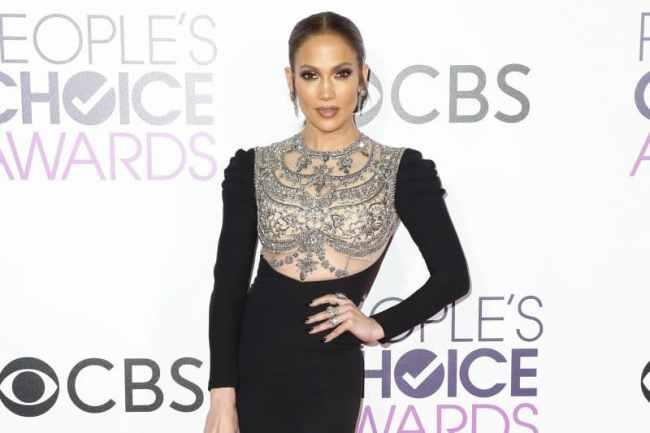 Best Dressed Celebrities at People's Choice Awards