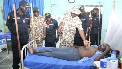 Photo of Boko Haram: Buratai visits wounded personnel in Borno State