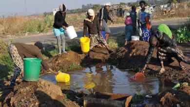Photo of Zimbabwe beefs up bulk water supply trucking to ease water crisis