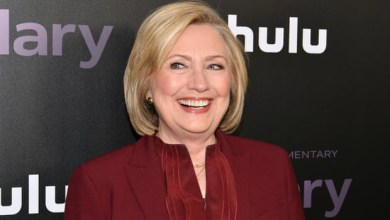 Photo of Clinton calls for release of political prisoners in Zimbabwe