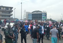 Photo of Youths in Rivers State stage protest against governor Wike's directive