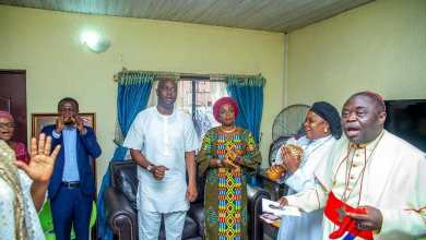 Photo of Makinde Marks Mother's 81st Posthumous Birthday with Prayers