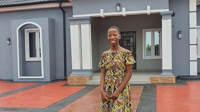 Photo of 10-Year Old Girl Builds House for Mother