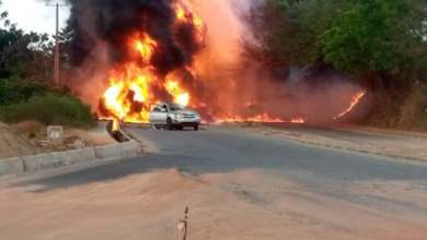 Photo of BREAKING: Tanker explosion rocks Ogun, cars burnt, one feared dead