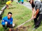 karang taruna melaksanakan penghijauan desa