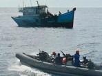 TNI-AL Tangkap Dua Kapal Asing Pencuri Ikan di Laut Natuna