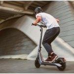Genova, monopattini elettrici: nuovi limiti di velocità e casco obbligatorio