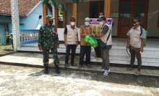 Permalink ke Sinergitas TNI Polri Pantau Penyemprotan Disintanfektan Serta Pembagian Sarana Prokes