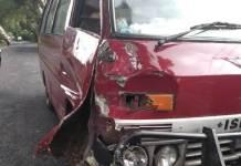 Kondisi mobil Isuzu yang terlibat kecelakaan dengan sebuah sepeda motor Honda Beat di Jalur Denpasar-Singaraja tepatnya di Banjar Belah, Desa Luwus, Kecamatan Baturiti, Kabupaten Tabanan