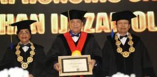 Kapolda Bali Irjen Pol Petrus Reinhard Golose mendapatkan penganugerahan Gelar Doktor Kehormatan (Doctor Honoris Causa) dari Universitas Udayana