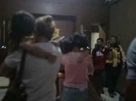Pelaku Penyiram Air Panas Saat Tiba di Polda Bali
