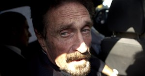 Създателят на антивирусни програми McAfee е намерен мъртъв в затвора