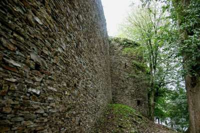 Burg-Reuland_enceinte