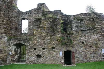 Burg-Reuland_remparts