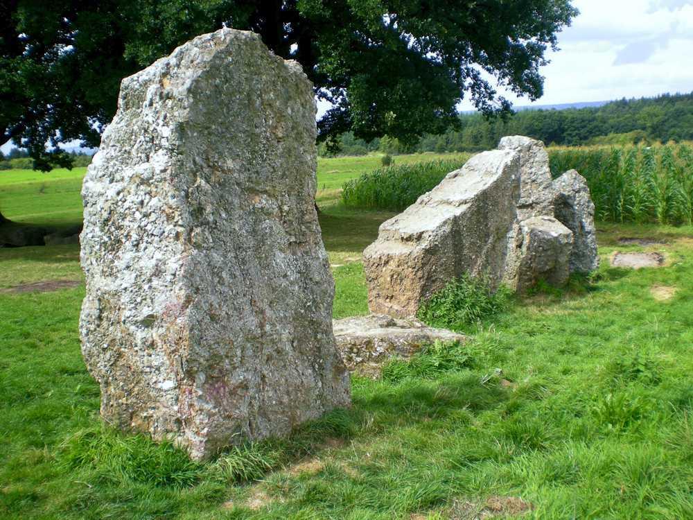 Wéris : dolmens et menhirs en Calestienne