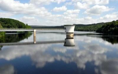 Le barrage de la Gileppe, son lac et son lion